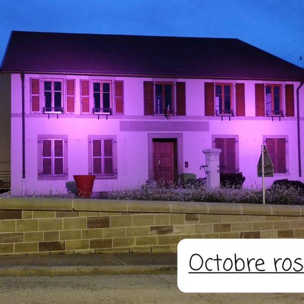 La façade de la mairie s'illumine pour Octobre Rose