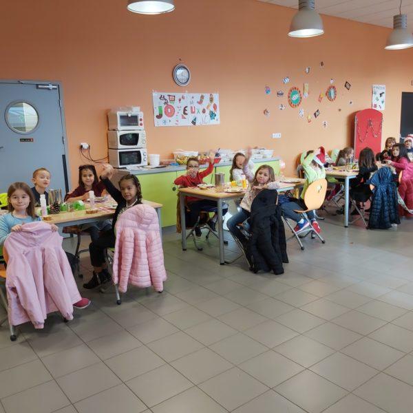 Le traditionnel repas de Noël pour les enfants de la cantine