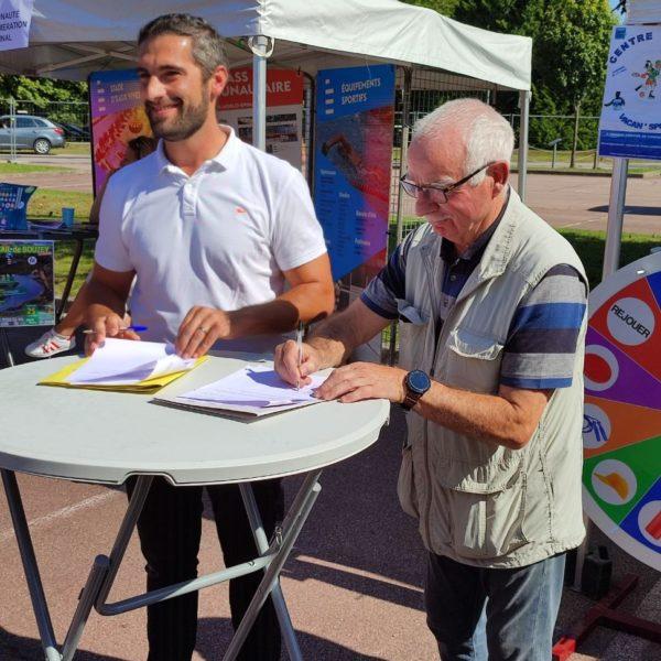 Centre sportif : signature d'une convention entre Chavelot et Thaon les Vosges