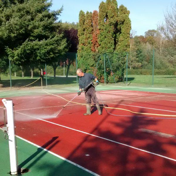 Réfection des cours de tennis : les travaux débutent